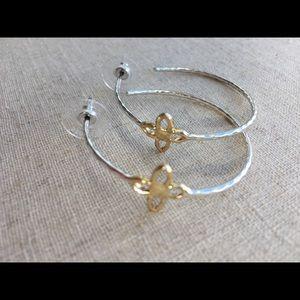 Stella & Dot signature clover earrings nwot